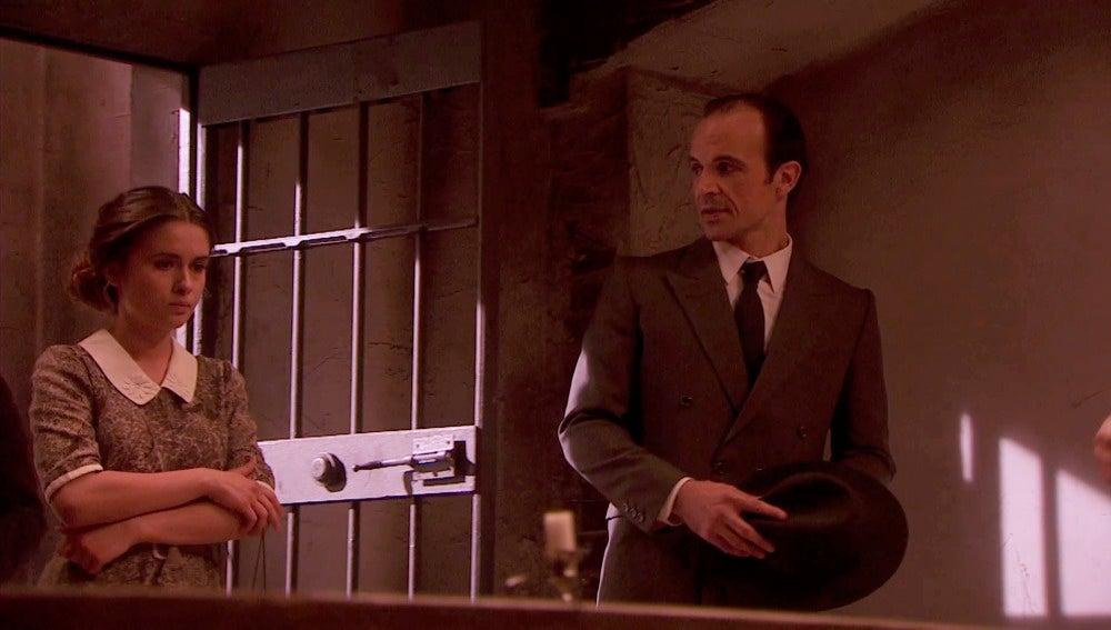 Beatriz va a prisión a ver a Hernando
