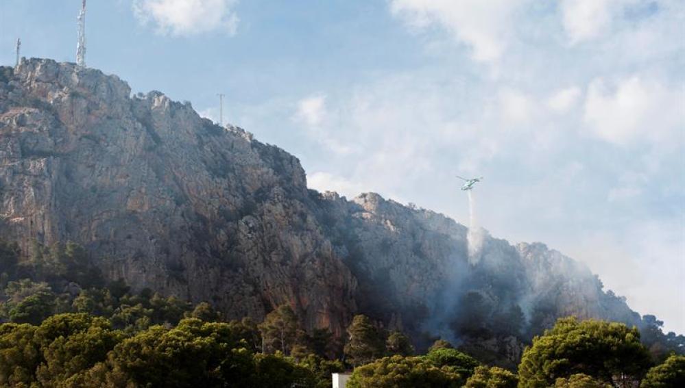 Incendio en la montaña de Rocamaura en Torroella de Montgrí