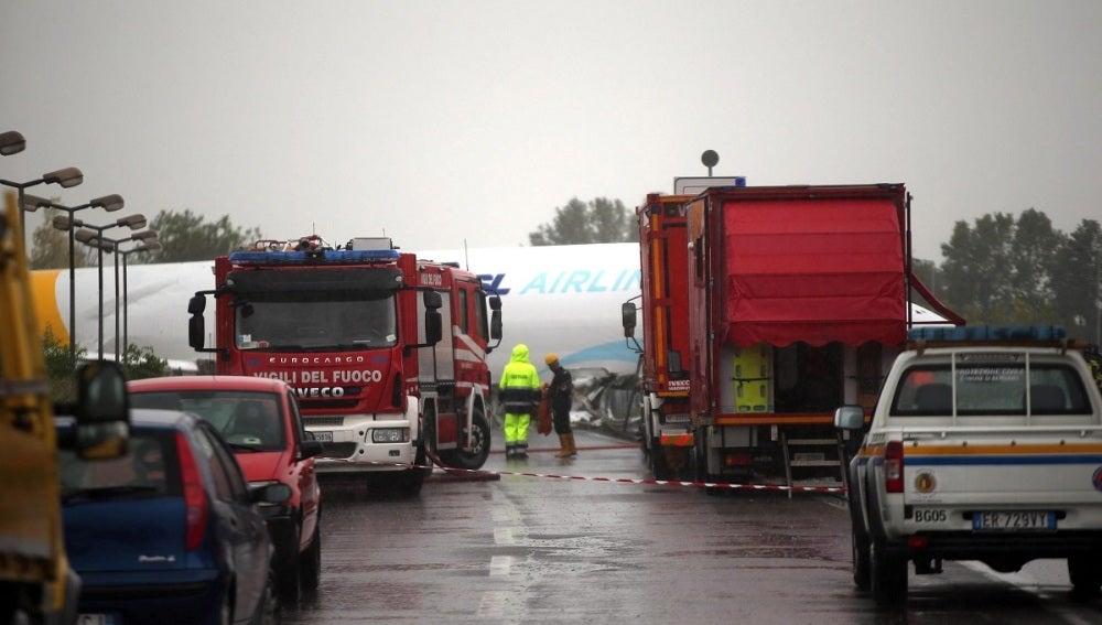 Un avión de DHL se sale de la pista