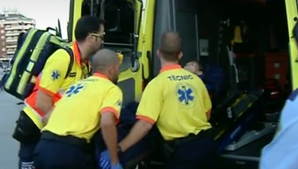 Un hombre apuñala a dos personas en la estación de Sants en Barcelona