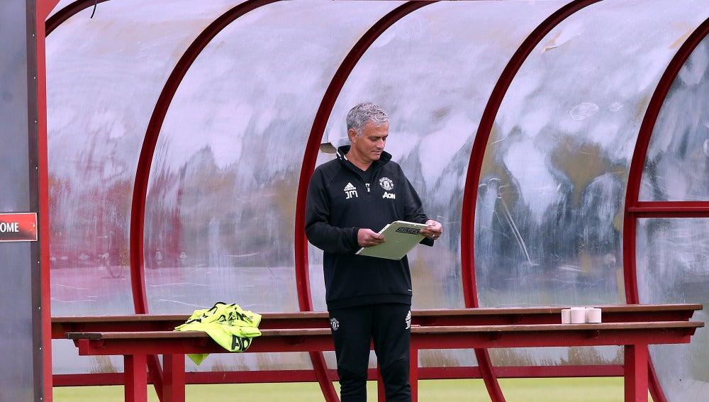 Mourinho en un entrenamiento con el Manchester City