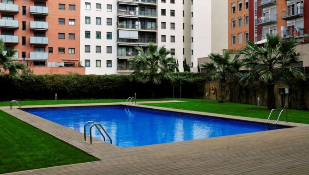 Edificio con piscina