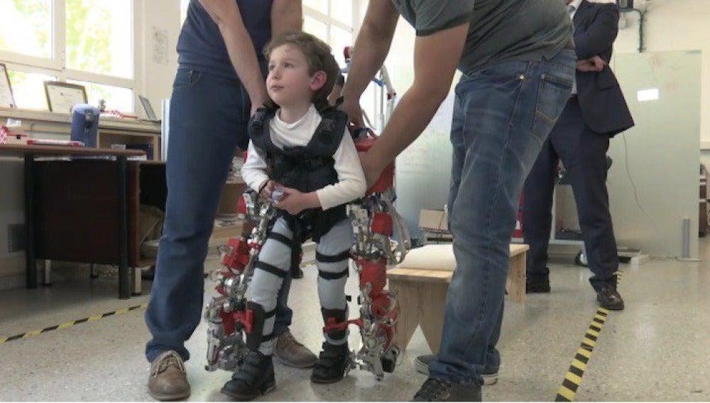 Exoesqueleto en un niño