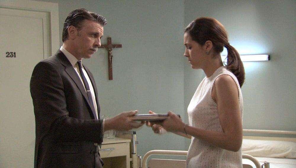 Tomás cuenta a Sofía la verdad sobre de Martos