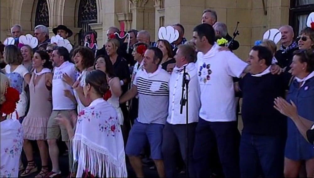 """Los actores de 'Allí Abajo"""" protagonizan el gran cañonazo que da inicio a las fiestas de San Sebastián"""