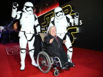 Kenny Baker en la presentación de 'Star Wars: El despertar de la fuerza' en Londres