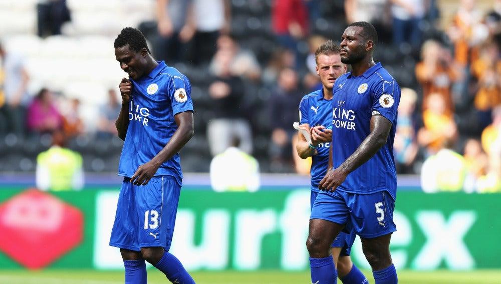 Los jugadores del Leicester lamentan la derrota ante el Hull