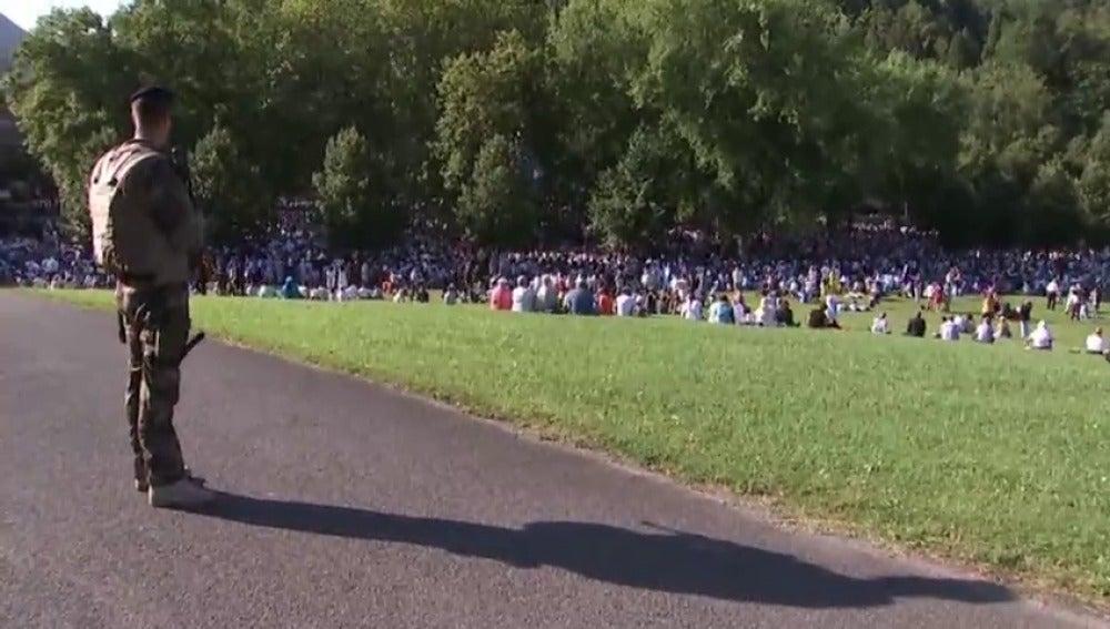 Frame 11.586962 de: Máxima seguridad en el Santuario francés de Lourdes