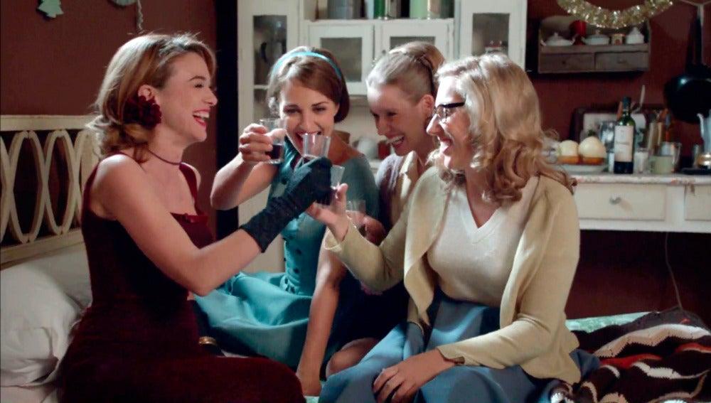 """Brindemos por las chicas velvet"""