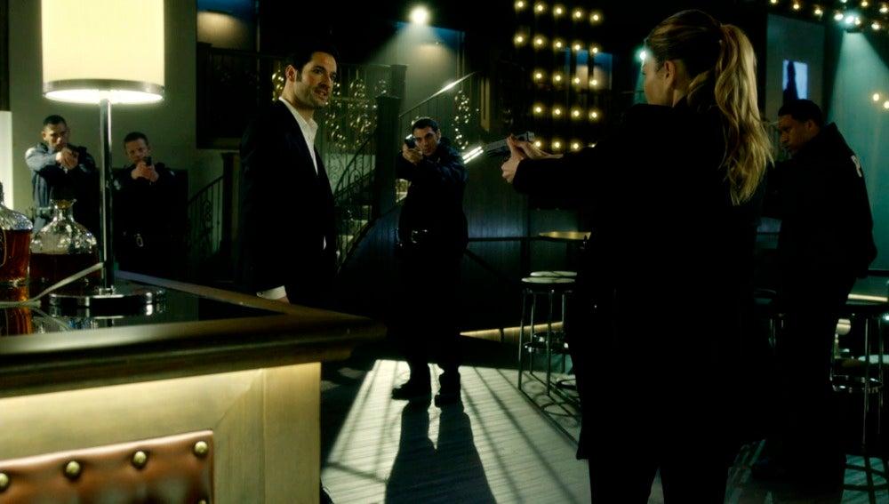 """Chloe: """"Lucifer Morningstar, quedas detenido"""""""
