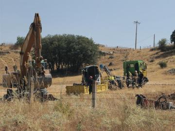 Los rescatadores que trabajan en las labores de recuperación del cuerpo del pastor en el paraje cercano a Zamora.