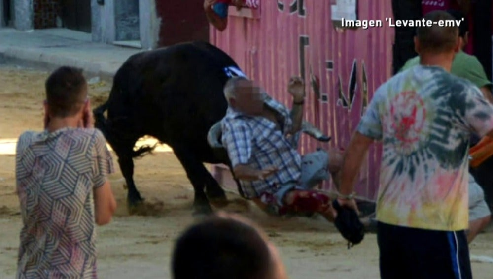 Frame 4.451408 de: En Valencia se plantean limitar a los 65 años la edad máxima para participar en los encierros de toros