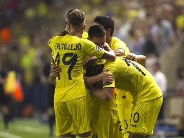 El Villarreal celebrando el primer gol de Pato