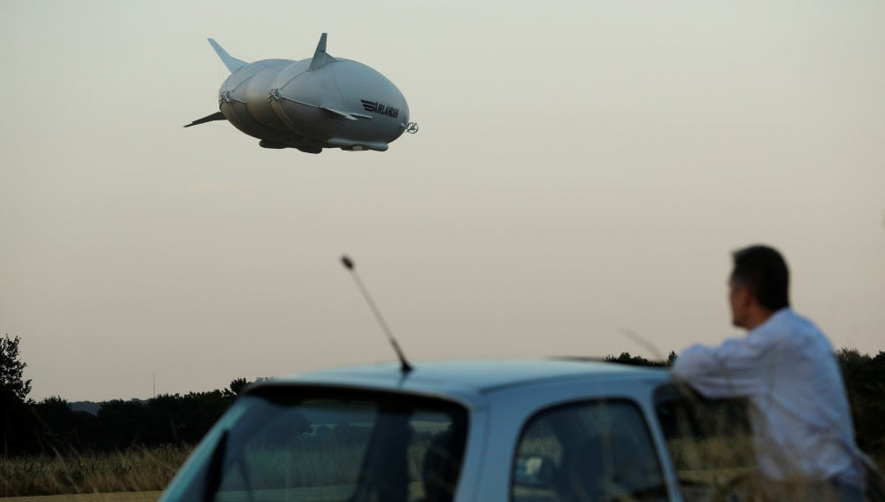 Airlander 10. la aeronave más grande del mundo.