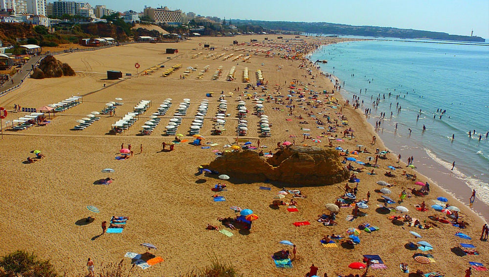 La familiar playa de Rocha en el Algarve