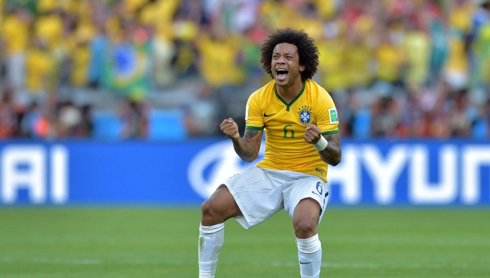 Marcelo, eufórico en partido con Brasil