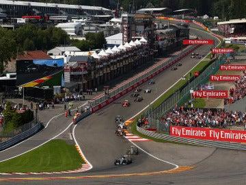 Los pilotos de Fórmula 1 trazan la mítica 'Eau Rouge'