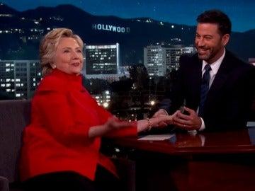 Frame 40.20384 de: Revisarán los 15 mil nuevos correos electrónicos de Hillary Clinton