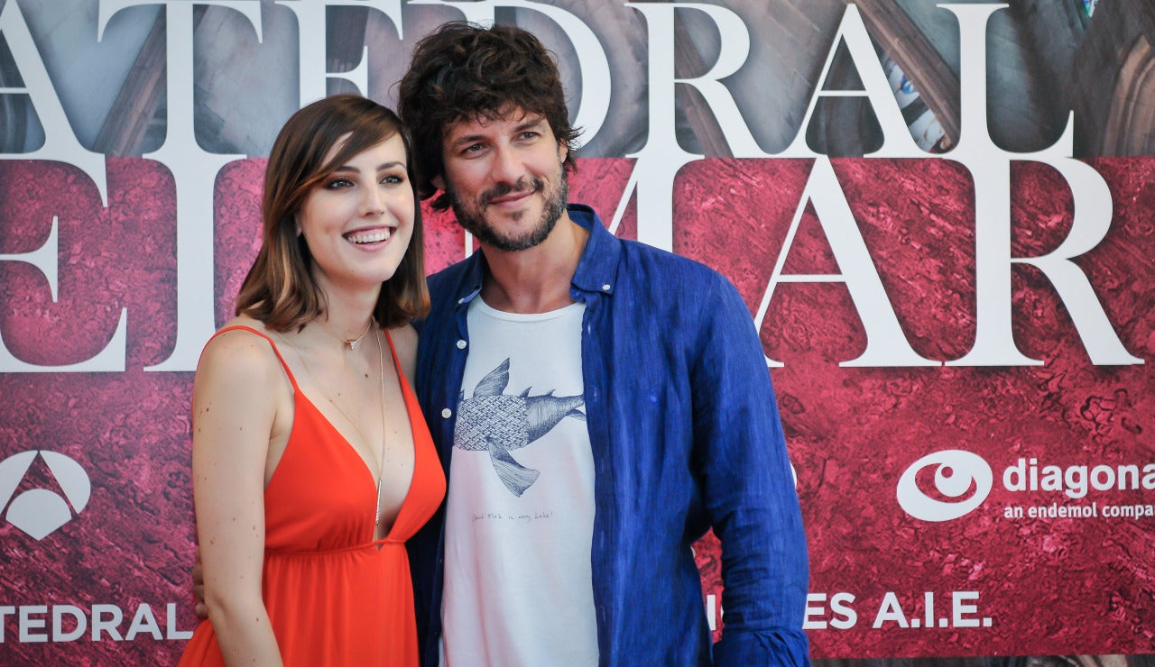 Natalia de Molina y Daniel Grao posando en la rueda de prensa