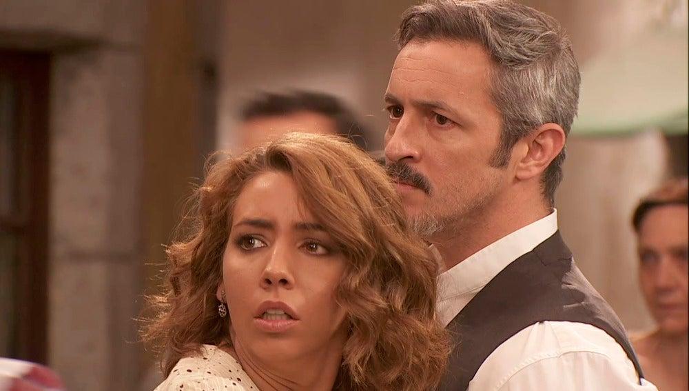 Nicolás y los Castañeda se pelean en la plaza