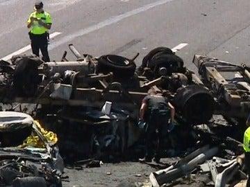 Frame 3.726121 de: Cuatro personas mueren en un accidente en la A7 a su paso por Elche
