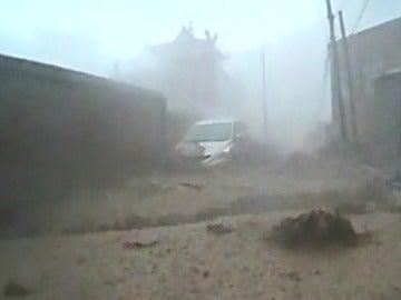 Frame 3.214152 de: Una riada deja 4 mil evacuados en China