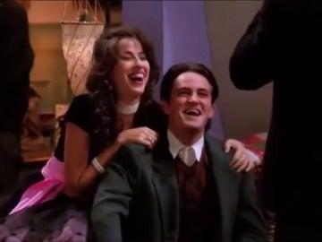 Frame 3.837034 de: La razón de la insoportable risa de Janice en 'Friends' es... Matthew Perry