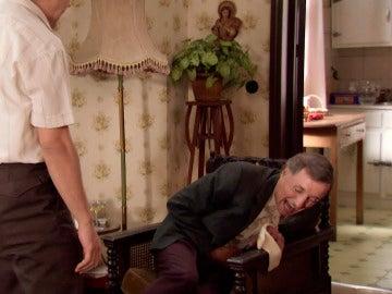 Ángel ataca a don Iñigo para proteger a María