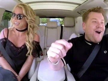 Frame 15.61632 de: James Corden invita a subirse a su 'Carpool Karaoke' a Britney Spears