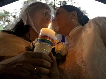 Un cura de Castellón bendice en su parroquia el 'matrimonio' entre dos lesbianas y ahora se estudia su castigo