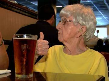 Mildred Bowers durante la celebración de su 103 cumpleaños