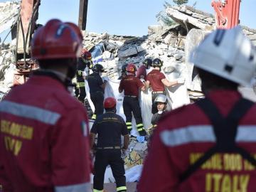 Equipos de rescate en localidad italiana de Amatrice, donde en las últimas horas hubo nuevos seísmos.
