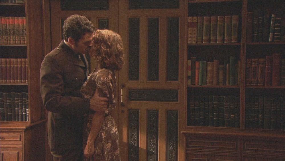 El primer beso de Emilia y Cristóbal