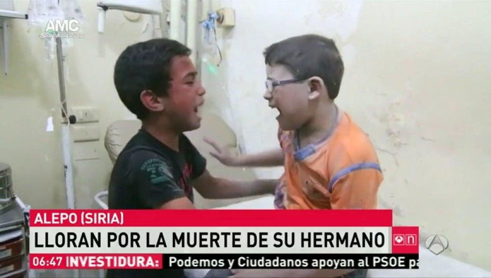 Frame 22.481632 de: Niños Alepo