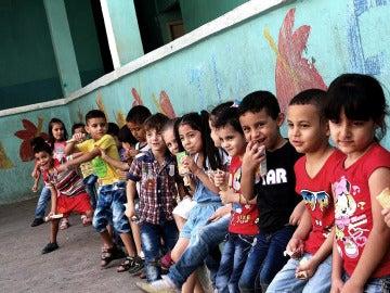 Niños que asisten a clases en la escuela de Bourj Hammoud, en Beirut