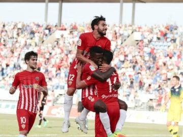 El Almería celebra un gol
