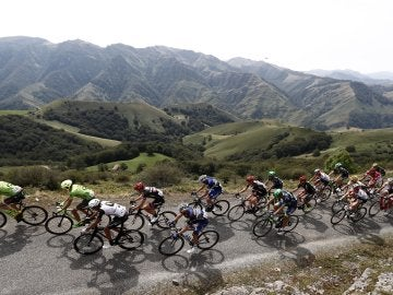 El pelotón durante la 14ª etapa de la Vuelta 2016