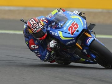 Viñales firma su primera victoria en MotoGP y hace historia con Suzuki