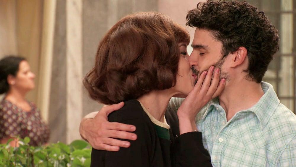 María y Andrés se marchan a París a vivir su amor