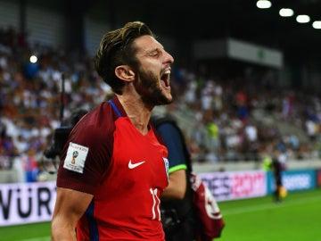 Adam Lallana celebra un gol con Inglaterra
