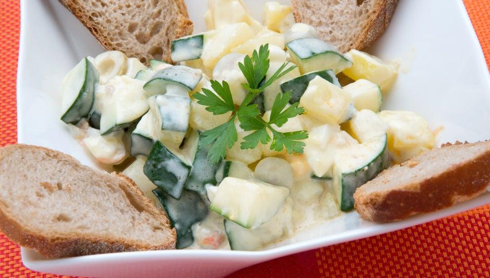 Ensaladilla de langostinos, calabacín y patata