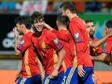 Sergi Roberto celebrando su gol con España ante Liechtenstein.
