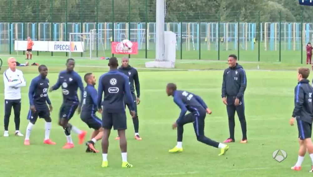 El espectacular e interminable rondo con la cabeza de la selección francesa.