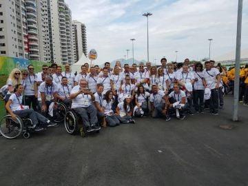 Deportistas paralímpicos en el izado de bandera de los Juegos Paralímpicos de Río 2016