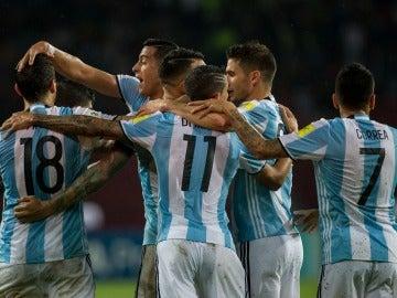 La selección argentina celebrando un gol