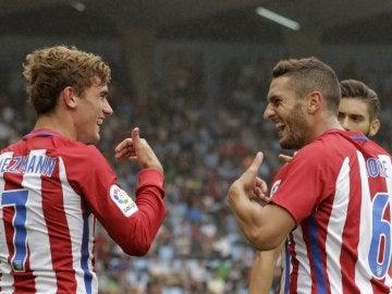 Griezmann y Koke celebran un gol del Atlético de Madrid