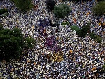 Miles de personas participan en la Diada 2016