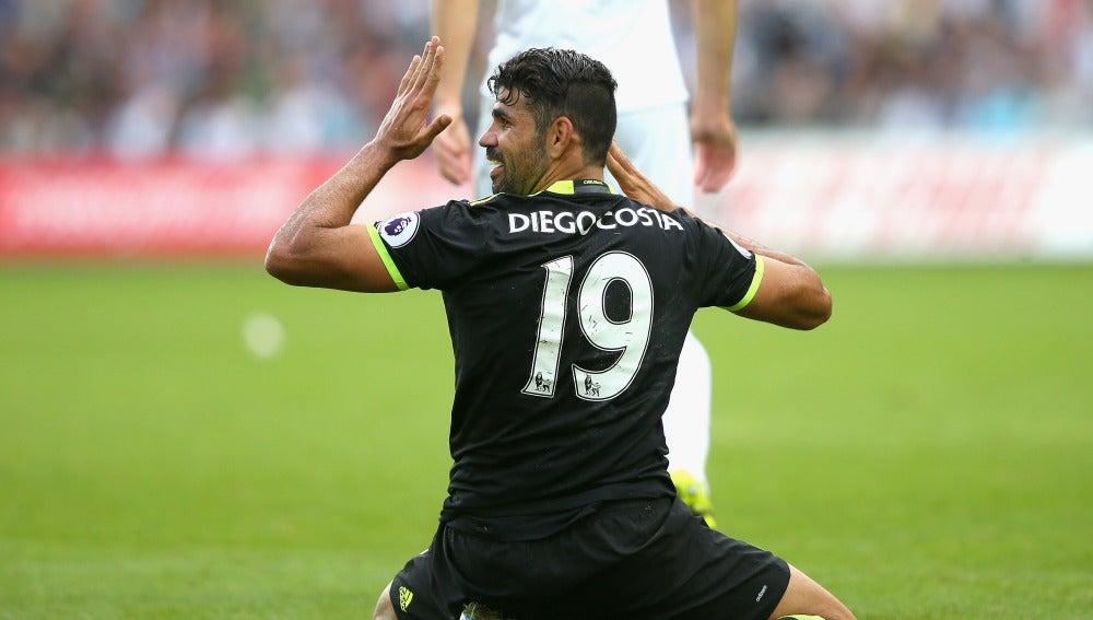 Diego Costa lamenta una acción en un partido con el Chelsea