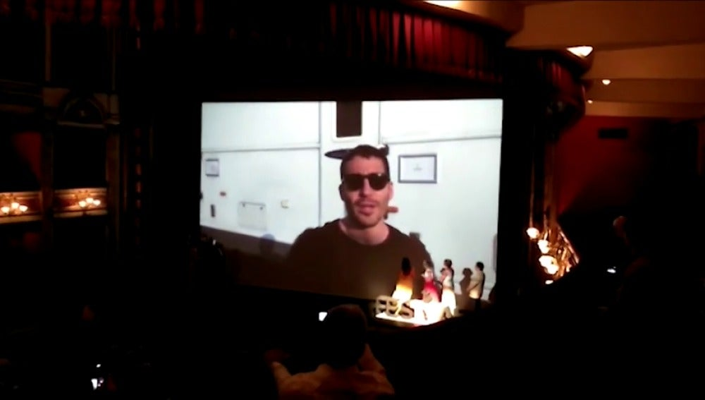 Frame 0.798603 de: Miguel Ángel Silvestre sorprende al público del FesTVal en la premiere de 'Velvet'
