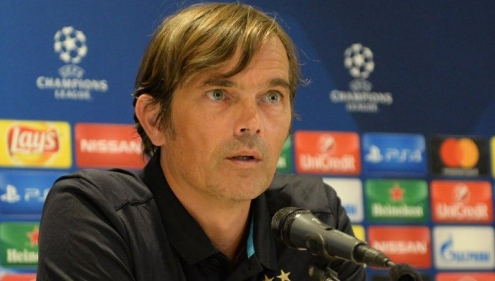 El entrenador del PSV Eindhoven, Phillip Cocu, en rueda de prensa